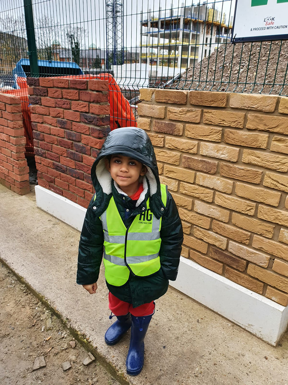 Little Me Day Nursery Children visited HG Construction's Canada Water site